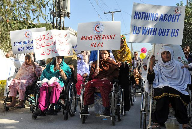 Mujeres con discapacidad protestan en Afganistán en defensa de sus derechos. Crédito: Ashfaq Yusufzai/IPS.