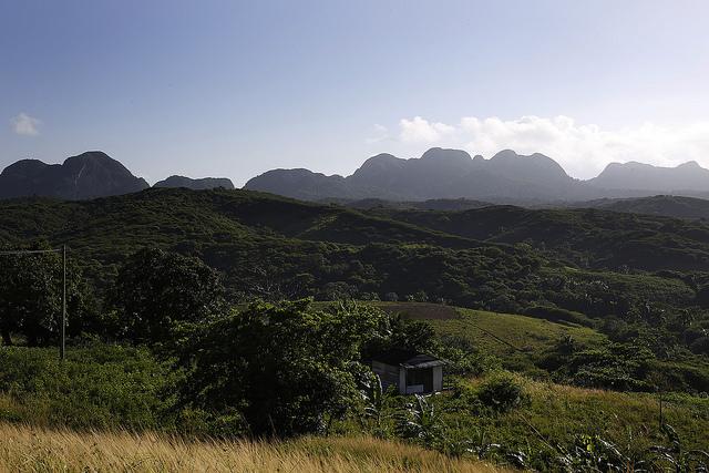 Paisaje de la localidad montañosa de La Palma, en el extremo occidental de Cuba y uno de los primeros municipios en beneficiarse con el el Programa de Innovación Agrícola Local. Crédito: Jorge Luis Baños/IPS