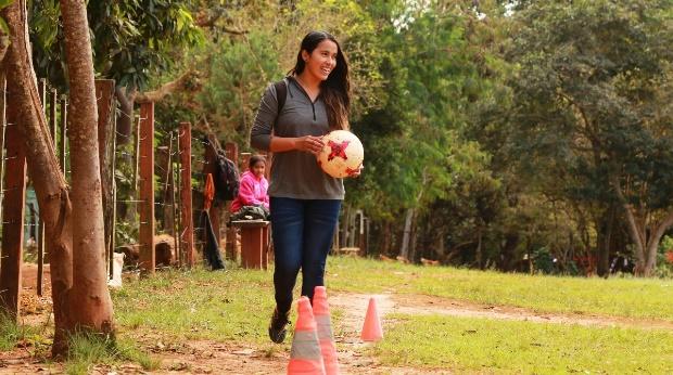 La guaraní Tania Vera, lideresa juvenil de su pueblo en Paraguay. Crédito: Max Valencia/FAO