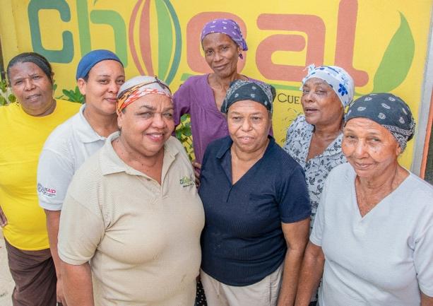 Las mujeres de Chocal y Choco Lala están organizadas en cooperativas donde ellas mismas procesan la materia prima, ya que la mayoría son propietarias de pequeños cacaotales. Crédito: Samantha Ramírez Romero
