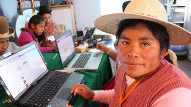 Talleres de comunicación impartidos por la Unión de Mujeres Aymaras del Abya Yala (UMA) y la Red de Comunicadores Indígenas del Perú. Departamento de Puno, Perú. Crédito: Notimia