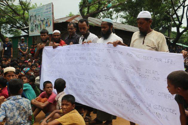 Refugiados rohinyá protestan el jueves 15 de noviembre de 2018 contra su repatriación a Myanmar (Birmania). Crédito: Mohammad Mojibur Rahman/IPS