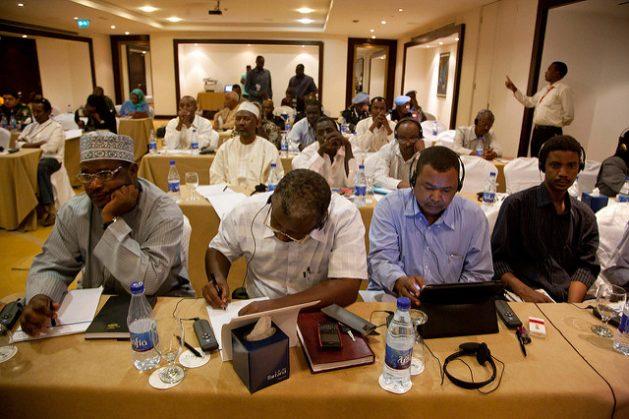 Periodistas sudaneses en conferencia de prensa en Jartum en 2012. Crédito: Albert González Farran, Operación Híbrida de la Unión Africana y las Naciones Unidas en Darfur.