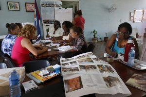 Integrantes del Taller de Transformación Integral del Barrio de Alamar Este, un barrio de La Habana, durante una sesión de trabajo en el marco de la Jornada por la No Violencia hacia Mujeres y las Niñas 2018, dentro de los 16 Días de activismo contra la violencia de género que se celebran en el mundo entre el 25 de noviembre y el 10 de diciembre. Crédito: Jorge Luis Baños/IPS