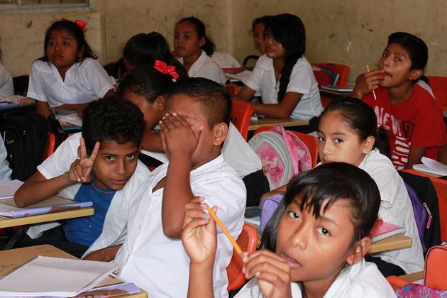 Una escuela con estudiantes indígenas en la ciudad de Acapulco, en el estado de Guerrero, en el suroeste de México. Crédito: Kau Sirenio Pioquinto