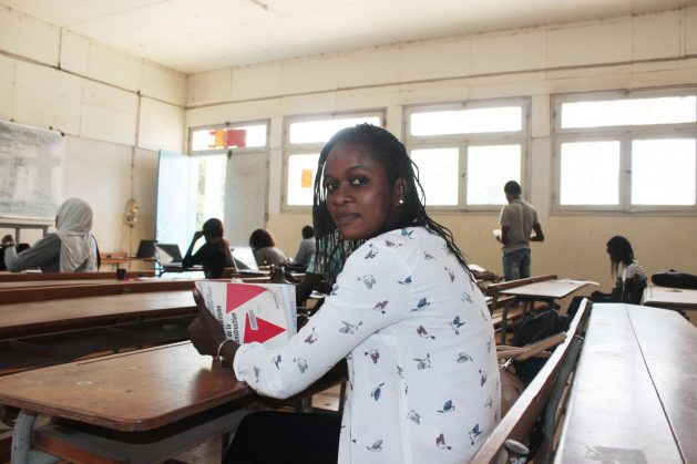 La estudiante de Derecho, Judia Ndiaye, espera terminar su maestría en la Universidad Cheij Anta Diop (UCAD), de Senegal, en 2019. Ndiaye es una migrante retornada. Crédito: Samuelle Paul Banga/IPS.