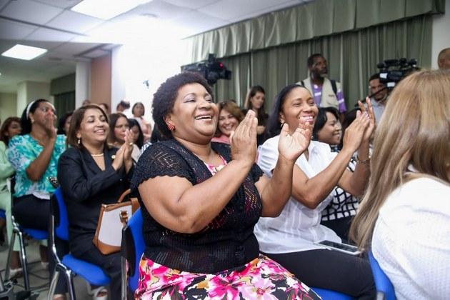 Mujeres participan en una actividad política en Santo Domingo. Crédito: PNUD República Dominicana