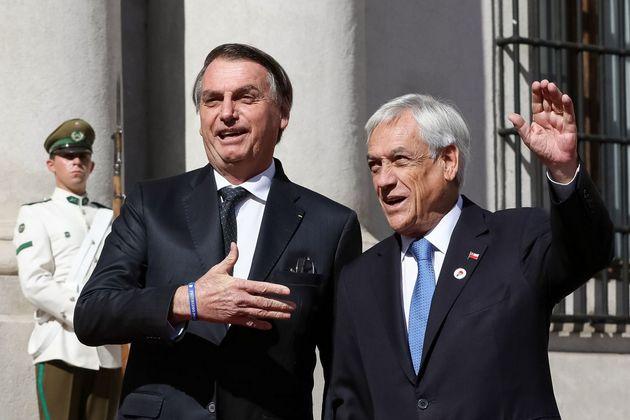 El presidente brasileño Jair Bolsonaro (I) y su anfitrión, Sebastián Piñera, durante su visita oficial a Chile, en que fue recibido por protestas sociales contra su presencia en el país y desplantes de legisladores en alguna de sus actividades. Crédito: Marcos Corrêa/PR