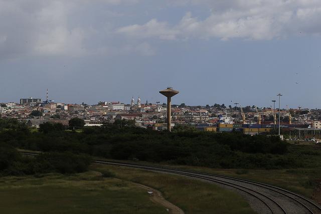 Vista desde una de sus periferia de la ciudad de Santiago de Cuba, situada en la región del Oriente de este país insular caribeño, con 433.000 habitantes y distante de La Habana 748 kilómetros. Crédito: Jorge Luis Baños/IPS
