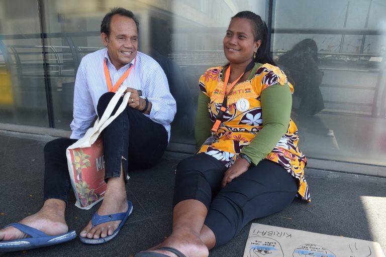 Itinnenga Uan, director de la Fundación para la Lepra del Pacífico en Kiribati, y Kurarenga Kaitire viajaron casi 24 horas para llegar a Manila, Filipinas, para participar de la Asamblea Regional de Organizaciones de Personas Afectadas por la Lepra en Asia, del 3 al 5 de marzo de 2019. Crédito: Stella Paul/IPS