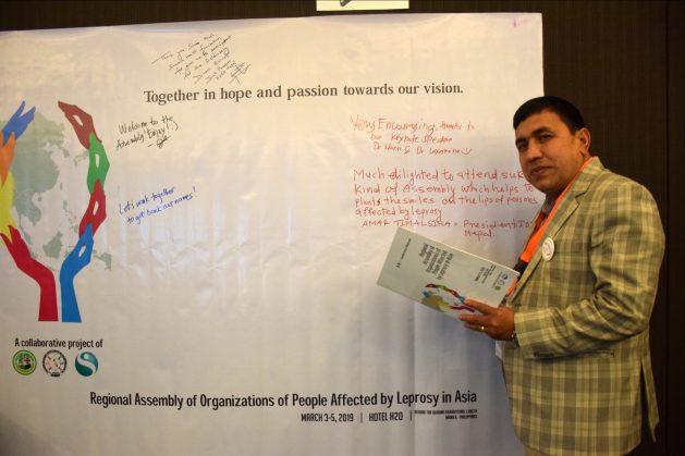 Amar Bahadur Timalsina, presidente of IDEA Nepal, sostiene que es necesaria una mayor inclusión social de los afectados por la lepra. Crédito: Stella Paul/IPS