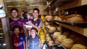 Un asentamiento indígena en el noroeste de Guatemala fue el primero de los cuatro de la zona que pasó a generar su propia electricidad empujado por la necesidad, dado que el Estado no lleva hasta esta remota región servicios públicos básicos.