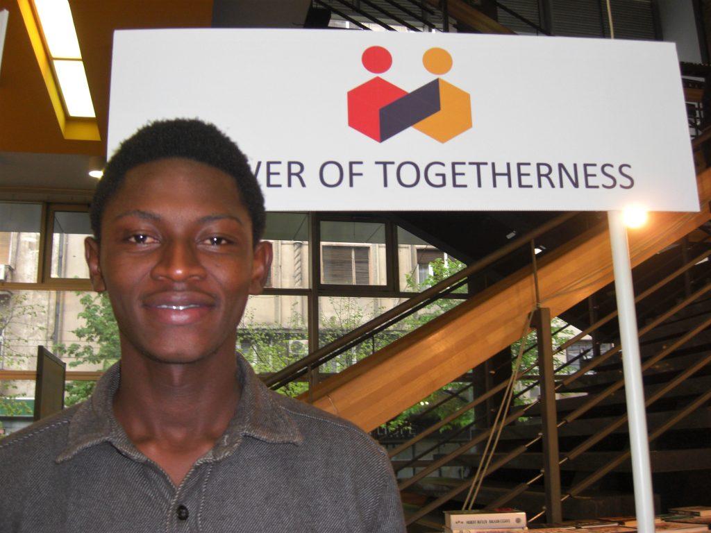 El joven de Liberia Abraham M. Keita, creador de la Fundación Giving Hope to Children, integra un creciente movimiento de activistas juveniles que luchan por la defensa de las libertades civiles y los derechos humanos. Crédito: A D McKenzie / IPS