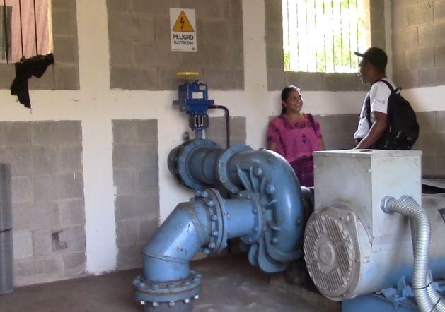 Como la electricidad les ha sido negada por el Estado guatemalteco desde siempre, a las comunidades indígenas encaramadas en las montañas del noroeste de Guatemala, no les quedó otra que generar ellas mismas su energía.