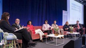 Uno de los paneles celebrados durante Sexto Foro Anual sobre Paz y Desarrollo, realizado en Estocolmo entre el 14 y el 16 de mayo. Crédito: Sipri