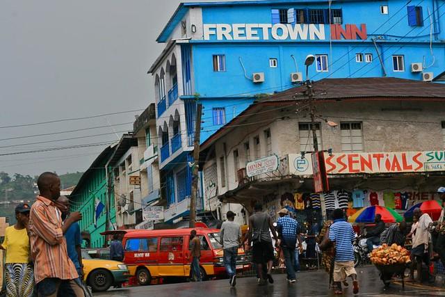 La libertad de prensa está sujeta a continuas agresiones y presiones en Sierra Leona, incluso bajo el gobierno del presidente Julius Maada Bio, que trajo aires esperanzadores al país. Crédito: Alan & Flora Botting/ CC por 2.0