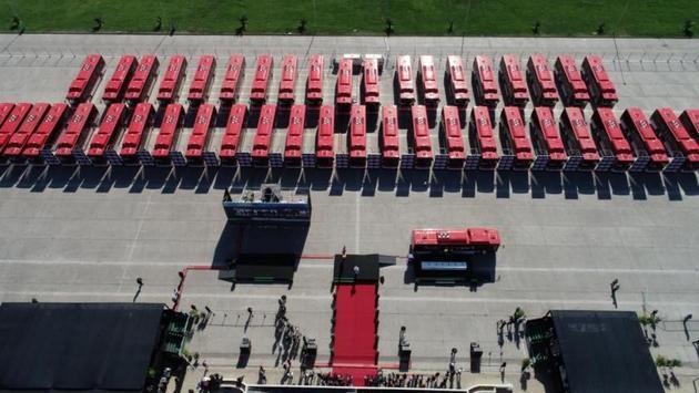 Los nuevos autobuses cuentan con internet inalámbrico y puertos para cargar los celulares. Crédito: Enel