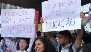 Estudiantes brasileños durante una de las manifestaciones de protesta que se han sucedido este mes de mayo contra los recortes al presupuesto de las universidades anunciado por el gobierno de Jair Bolsonaro. Crédito: PT