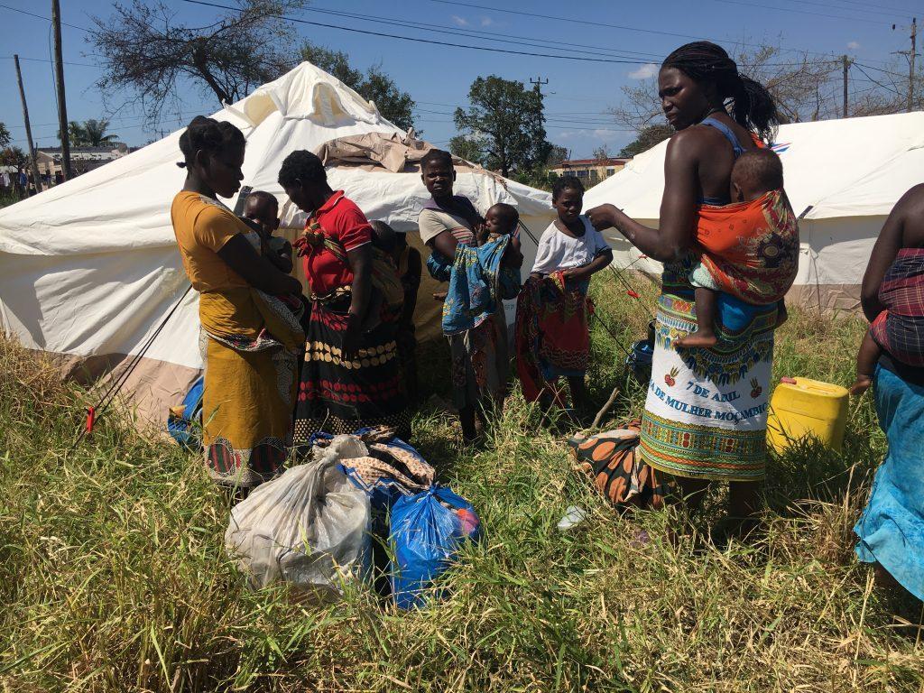 Los dos ciclones tropicales que azotaron Mozambique en marzo y abril causaron más de 1.000 muertes y dejaron damnificadas a 2,1 millones de personas, de los 31 millones de habitantes del país del sureste de África. Estas catástrofes naturales y la desaceleración de la economía serán los dos grandes factores que incidirán en las elecciones generales de octubre. Crédito: Andre Catuera/IPS