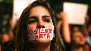 """La Ley Maria da Penha, que norma desde 2006 los delitos de violencia contra las mujeres, fue un hito en Brasil en la lucha contra violencia machista dentro y fuera del hogar, el acoso sexual y otros delitos de los que son víctimas las mujeres. Esa ley fue completada por la del Feminicidio, que desde 2015 agrava las penas a los asesinatos por razón de género, al tipificarlos como un """"crimen horrendo"""". Crédito: Paulo Pinto/PT"""
