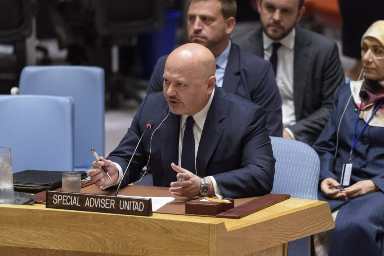 El asesor especial de las Naciones Unidas, Karim Asad Ahmad Khan, jefe del Equipo de Investigación de la ONU para Promover la Rendición de Cuentas por los Crímenes Cometidos por Estado Islámico (UNITAD), durante su informe en una reunión del Consejo de Seguridad sobre la situación de la seguridad en Iraq. Crédito: Loey Felipe/ONU