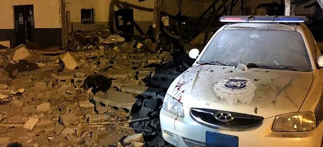 Vista parcial de los daños del devastador bombardeo del 3 de julio en el centro de detención de migrantes y refugiados de Tajura, en los suburbios de la capital de Libia, en que murieron al menos 44 personas. Crédito: Moad Laswed/OIM