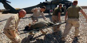 El primero de los cuatro Convenios de Ginebra, que compilan las leyes de la guerra y son la base del derecho humanitario, protege a los soldados heridos y enfermos durante los conflictos. Crédito: Cortesía del CICR