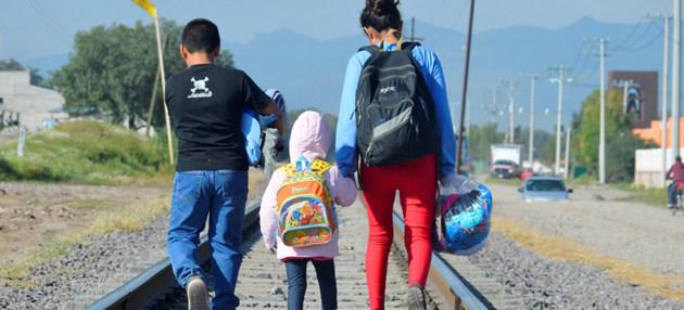 Tres hermanitos de Honduras viajan hacia al norte para cruzar la frontera estadounidense y reencontrarse con sus padres. Crédito: Unicef