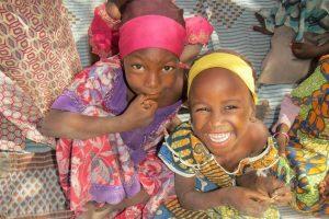 Las niñas están entre las mayores víctimas de los 10 años de conflicto en la región de la cuenca del lago Chad, con el permanente riesgo de abuso sexual y explotación de todo tipo. Crédito: Plan International