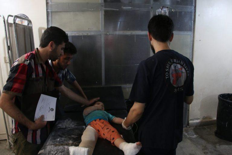 Dos trabajadores de la Sociedad Médica Siria-Estadounidense (SAMS) murieron el 14 de agosto en un centro de ambulancias en una ciudad de la provincia rebelde de Idlib, en el noroeste sirio, por lo que serían bombardeos de fuerzas rusas. Crédito: Cortesía de SAMS