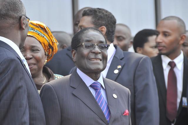 Robert Mugabe, fotografiado en una cumbre de jefes de Estado de la Comunidad de Desarrollo del África Meridional, en Malawi en 2013. Quién fuera el gobernante de Zibabwe por 37 años, hasta su destitución en 2017, murió el 6 de septiembre, en Singapur, a los 95 años. Crédito: Kervin Victor / IPS