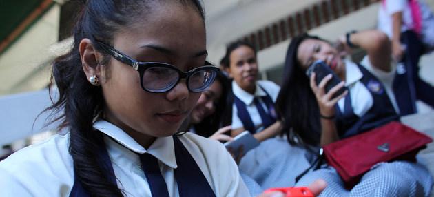 Las redes sociales son una gran influencia en la vida de los jóvenes. Crédito: Estey/Unicef