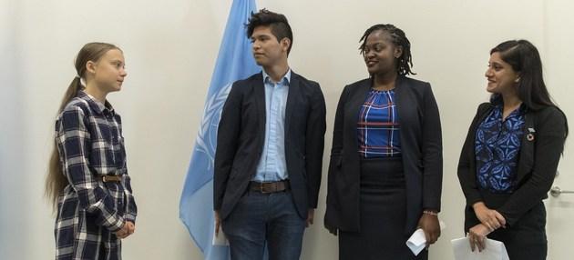 Greta Thunberg (I) junto a otros tres activistas juveniles contra el cambio climático, durante la Cumbre de la Juventud por el Clima, el 21 de septiembre en la ONU en Nueva York. Crédito: Mark Garten/ONU