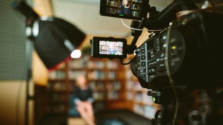 """El Comité para la Protección de los Periodistas (CPJ) demanda que se divulgue si alguna de las agencias de inteligencia de Estados Unidos supo de la existencia de un complot para asesinar al periodista saudí Jamal Khashoggi, y no se lo informó, pese a la obligación de cumplir con las norma interna del """"deber de advertir"""". Crédito: Sam McGhee/Unsplash"""