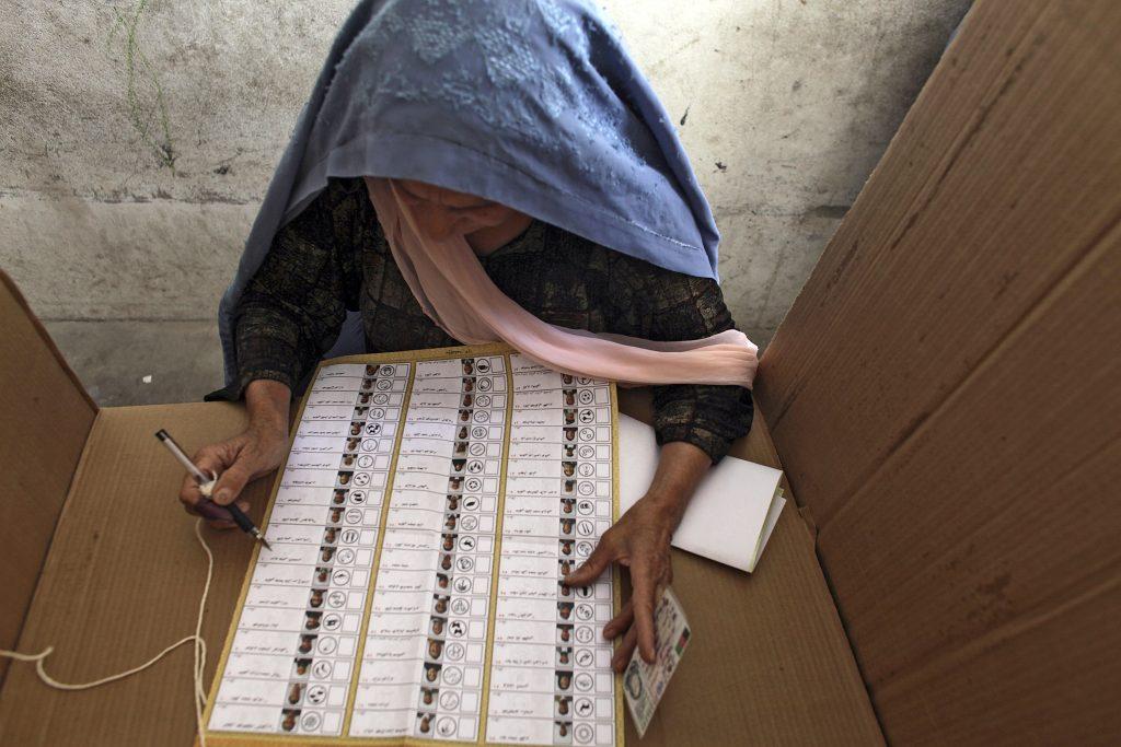 La Misión de Asistencia de las Naciones Unidas en Afganistán documentó unos 100 ataques durante el proceso que condujo a las elecciones del 28 de septiembre, que se saldaron con 85 civiles muertos y otros 373 resultaron heridos. Crédito: Tim Page/ONU
