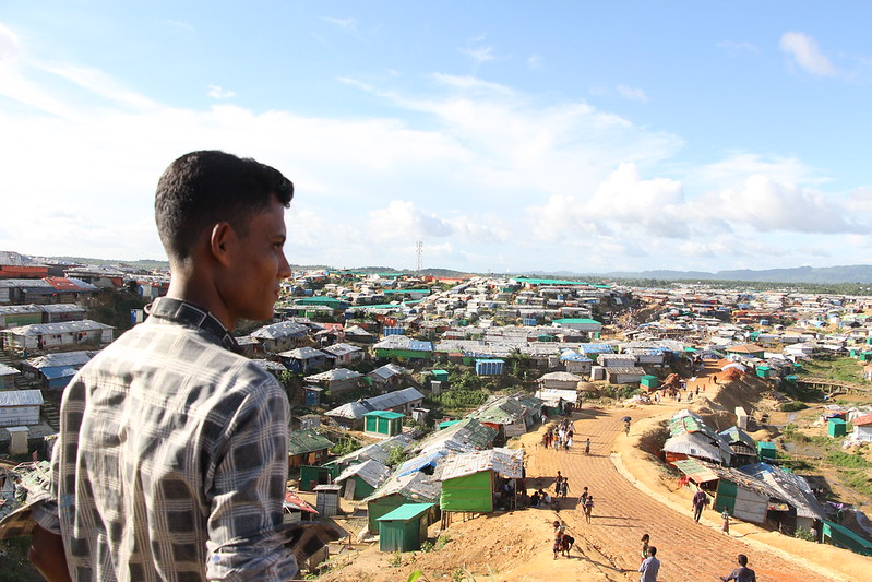 Más de un millón de refugiados rohinyá carecen de un Estado porque el gobierno de Myanmar les niega la nacionalidad y les ha forzado a huir del país, como el caso de este joven, en el campo de refugiados en Cox's Bazar, en la frontera de Bangladesh con Myanmar. Crédito: ASM Suza Uddin / IPS