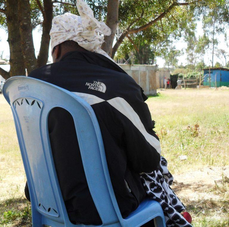 Cuando tenía 20 años, la keniana Mary Njambi fue traficada a Arabia Saudita, donde pensó que obtendría trabajo como trabajadora doméstica bien remunerada. En cambio, fue tratada como una esclava y abusada física y sexualmente. Crédito: Miriam Gathigah / IPS