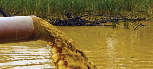 Sustancias químicas pueden entrar en el medio ambiente a través de los desechos industriales, urbanos y agrícolas. Crédito: ONU Medio Ambiente