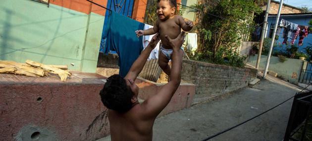 Cuatro de cada 10 niños con desnutrición no terminan la escuela primaria en El Salvador. Crédito: Unicef