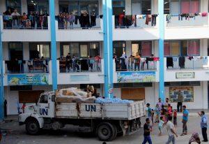 Interior de una escuela en Gaza de la Agencia de las Naciones Unidas para los Refugiados Palestinos (UNRWA). Su comisionado general, Pierre Krähenbühl, renunció el miércoles, tras denuncias de mala conducta por la promoción y privilegios dentro de la institución a favor de su novia. Crédito: Khaled Alashqar / IPS