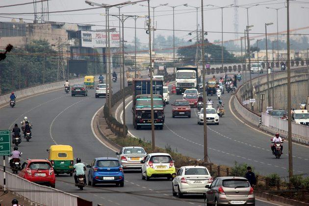 Como uno de los mayores emisores de gases de efecto invernadero, India se ha puesto la meta climática de pasar el 40 % del transporte automotor a funcionamiento eléctrico para 2030, pero aún no cuenta con la infraestructura necesaria