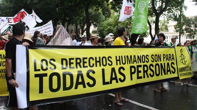 América Latina volvió a ser una vez más la región más peligrosa del mundo para quienes defendían los derechos humanos; las personas que se dedicaban a proteger los derechos a la tierra, el territorio y el medioambiente estuvieron especialmente expuestas a homicidios selectivos, criminalización, desplazamiento forzado y acoso