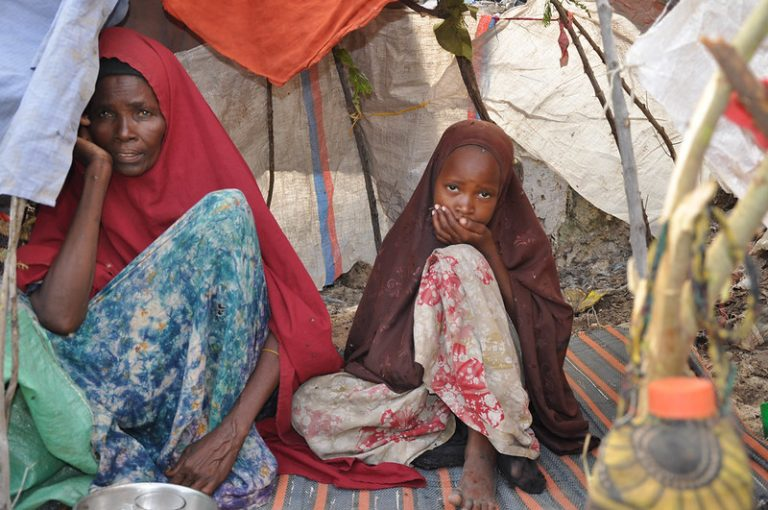 El Fondo de las Naciones Unidas para la Población (UNFPA) está trabajando actualmente con espacios seguros para mujeres y niñas que viven en áreas en conflicto para apoyarlas con servicios de salud sexual y reproductiva