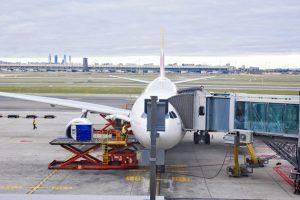 Reducir las emisiones de CO2 de la aviación resulta complejo y las medidas consideradas hasta ahora han resultado insuficientes para limitar significativamente la alta incidencia de la industria aérea en la crisis climática