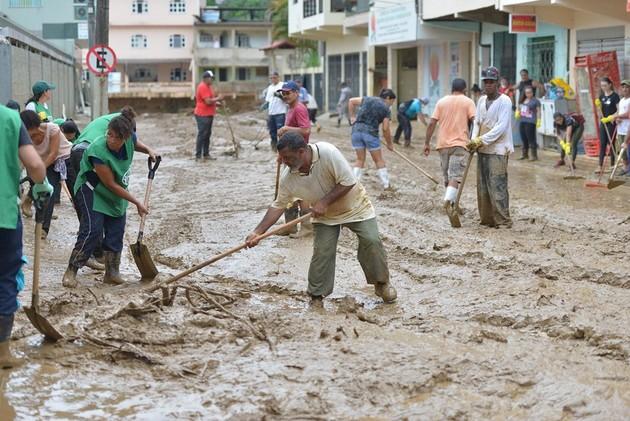 En la búsqueda de soluciones ante las inundaciones cada vez más frecuentes de Brasil, expertos recomiendan la construcción de pequeños reservorios a fin de retener las aguas pluviales antes que escurran hasta las llanuras más bajas e inundables