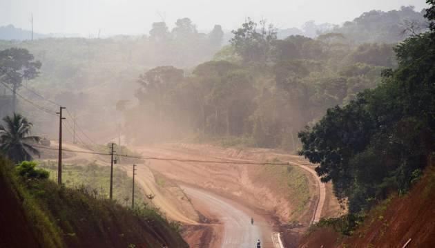 Un estudio publicado en la revista Proceedings of the National Academy of Sciences (PNAS), estima que aunque las carreteras proyectadas para ser construidas en la región amazónica producirán desarrollo, también provocarán deforestación, violaciones a derechos indígenas, transgresiones a las normas ambientales y pérdidas económicas