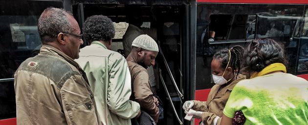 África pidió ayuda urgente, por el orden de los 100 000 millones de dólares, para enfrentar la pandemia de covid-19 con redes de salud que alcancen a su población más vulnerable, y amortiguar el impacto sobre sus frágiles economías