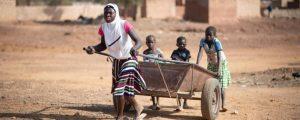 En escenarios de conflicto, mujeres y niñas ven violados sus derechos, debiendo enfrentarse a la explotación, el acoso sexual y la violación o la amenaza del matrimonio infantil o concertado por dinero