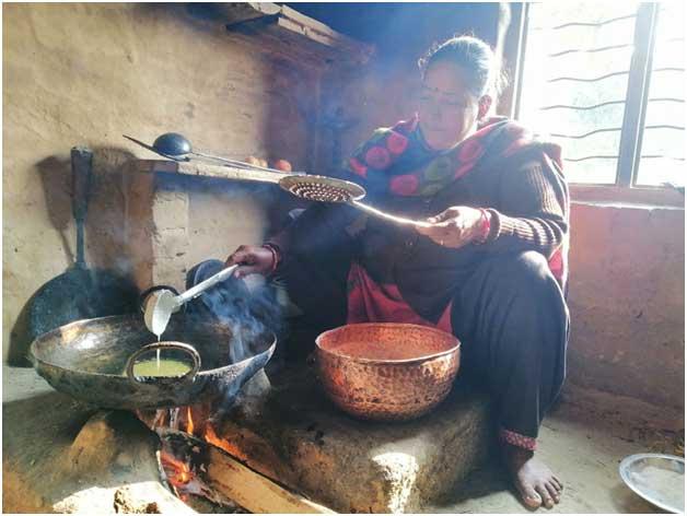 La quema de biomasa en las cocinas rurales sigue siendo la principal fuente de energía en el sur de Asia y la causa principal de la contaminación del aire