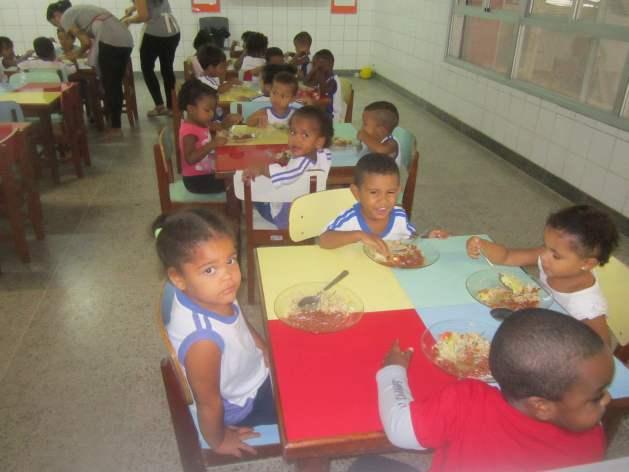 El coronavirus golpea la alimentación escolar en América Latina como consecuencia del cierre de las escuelas, situación que amenaza la seguridad alimentaria y el estado nutricional de millones de niños y niñas de la región